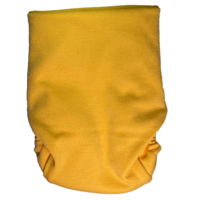 En gul tygblöja med knäppfunktion i en bild tagen bakifrån